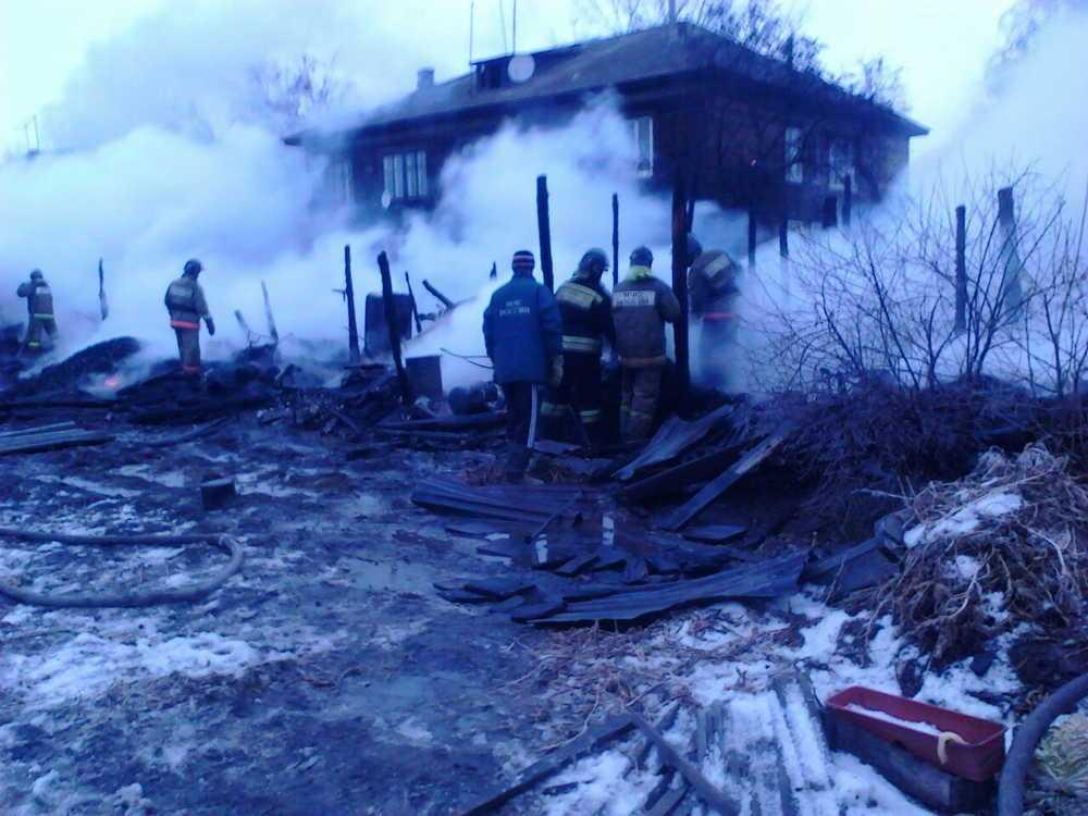 Двое бездомных мужчин погибли впожаре вСеменовском районе